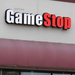 Front Of Gamestops Store With Good Customer Ratings